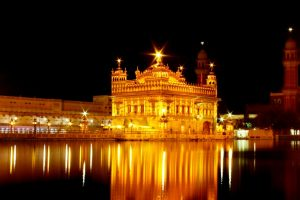 The-Golden-Temple-in-Amritsar-at-Night
